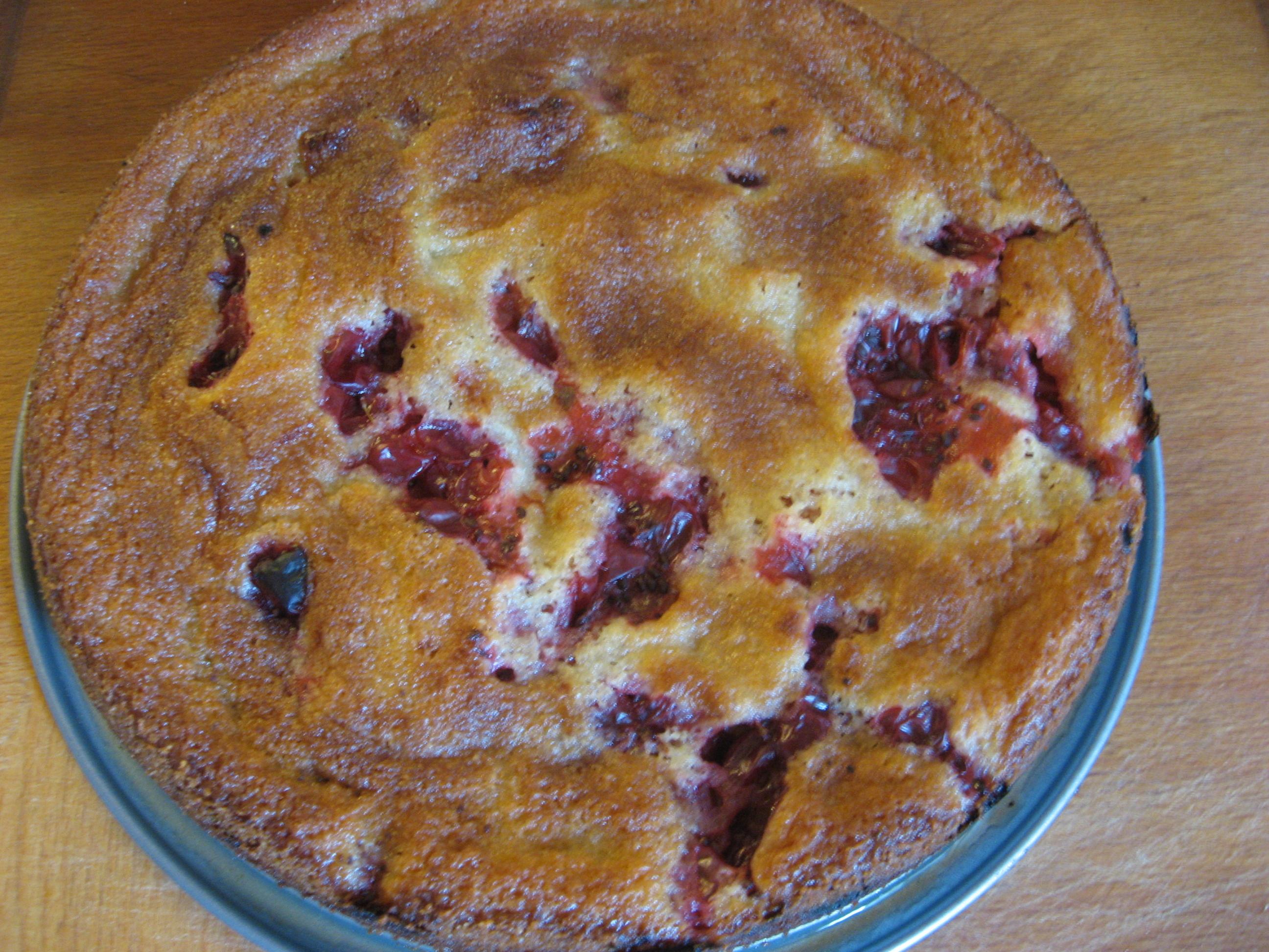 Underbart god kaka med röda krusbär