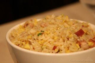 Egg-fried rice och kyckling