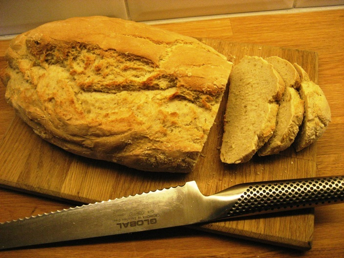 grovt bröd i långpanna
