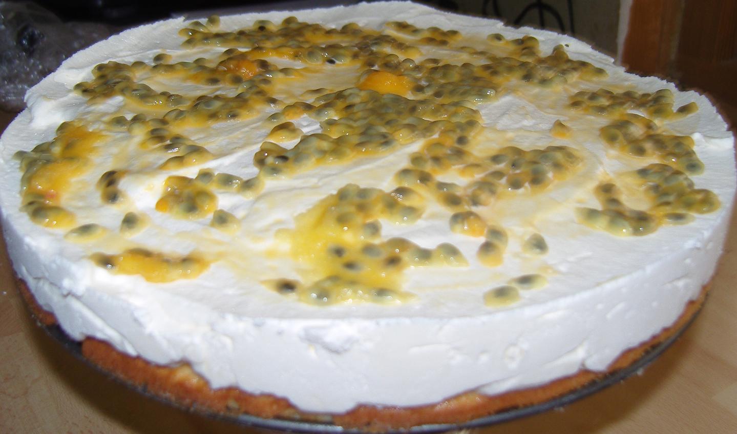 citronmoussetårta med passionsfruktsgele