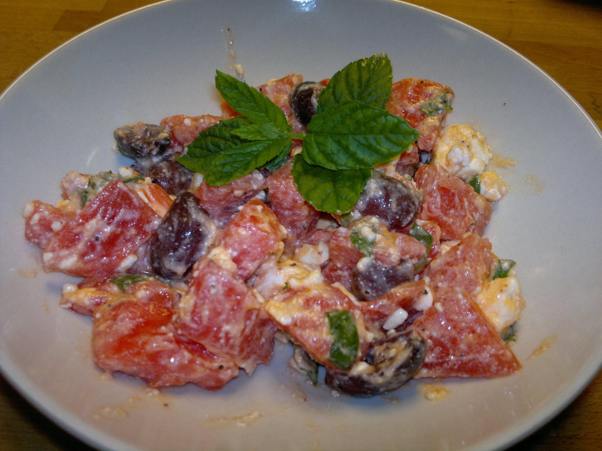 Fetaost och vattenmelonsallad med mynta och oliver