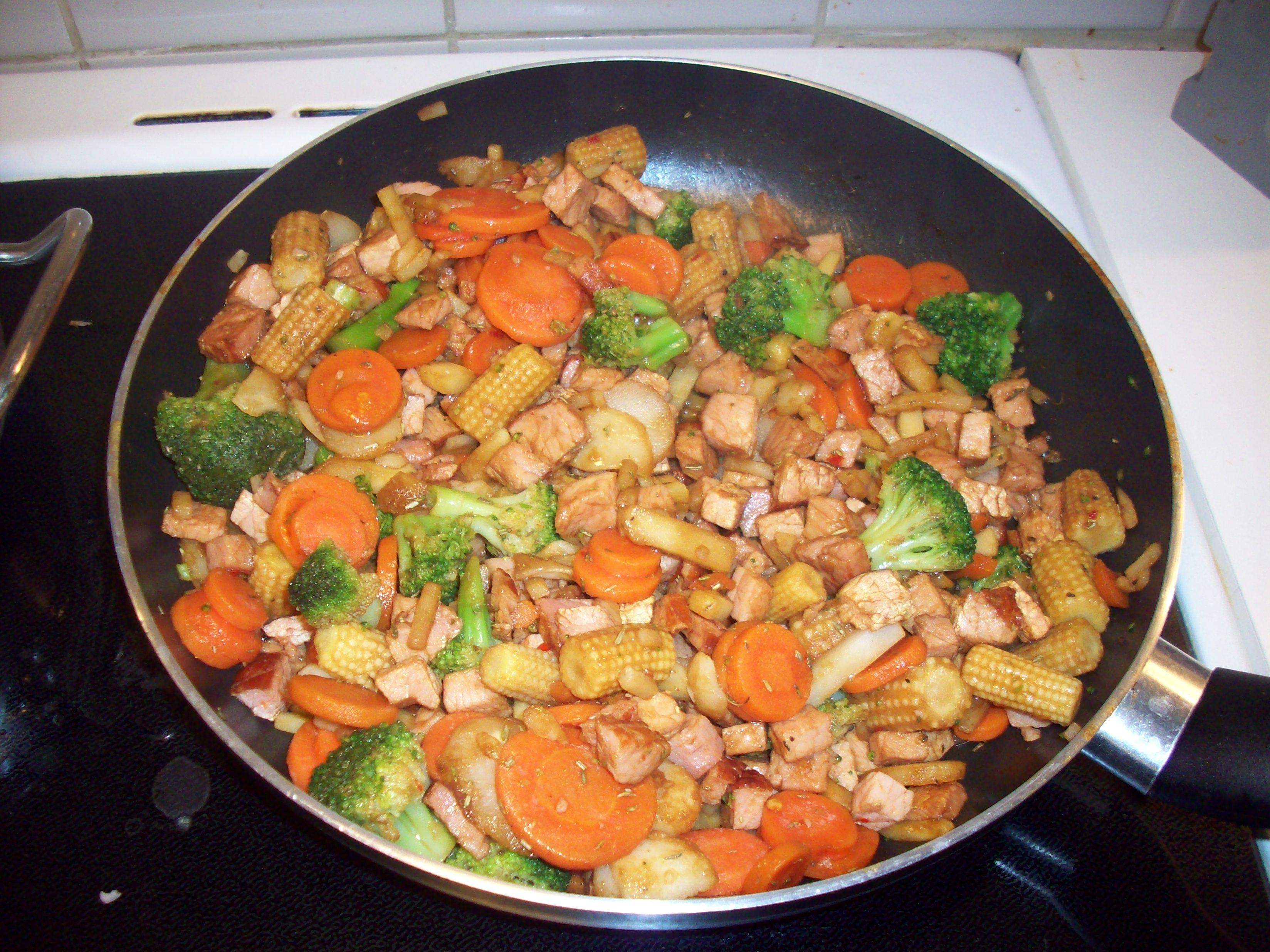Örtwokad kassler med grönsaker