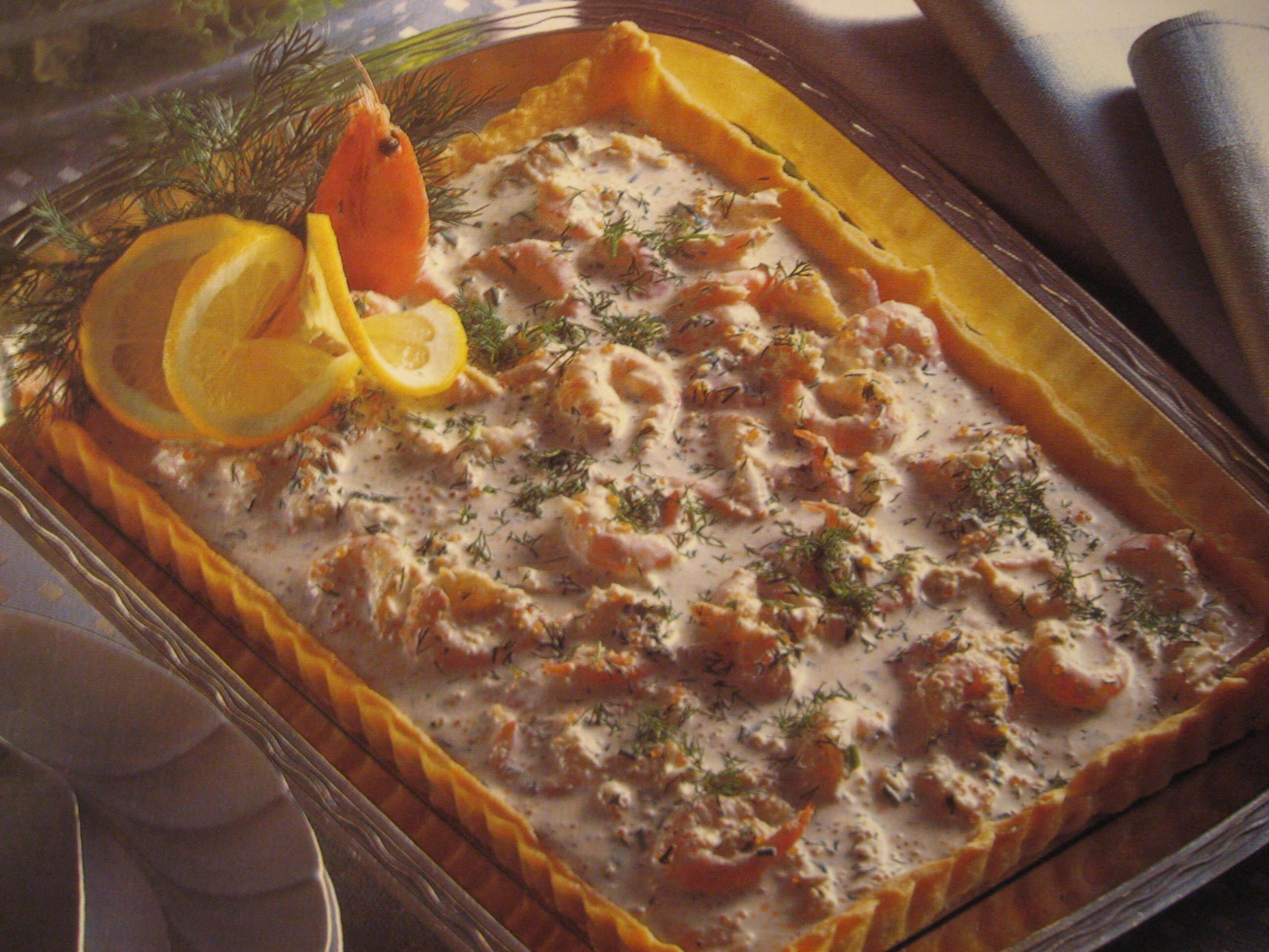 Kall skaldjurspaj med räkor, krabba och röd kaviar