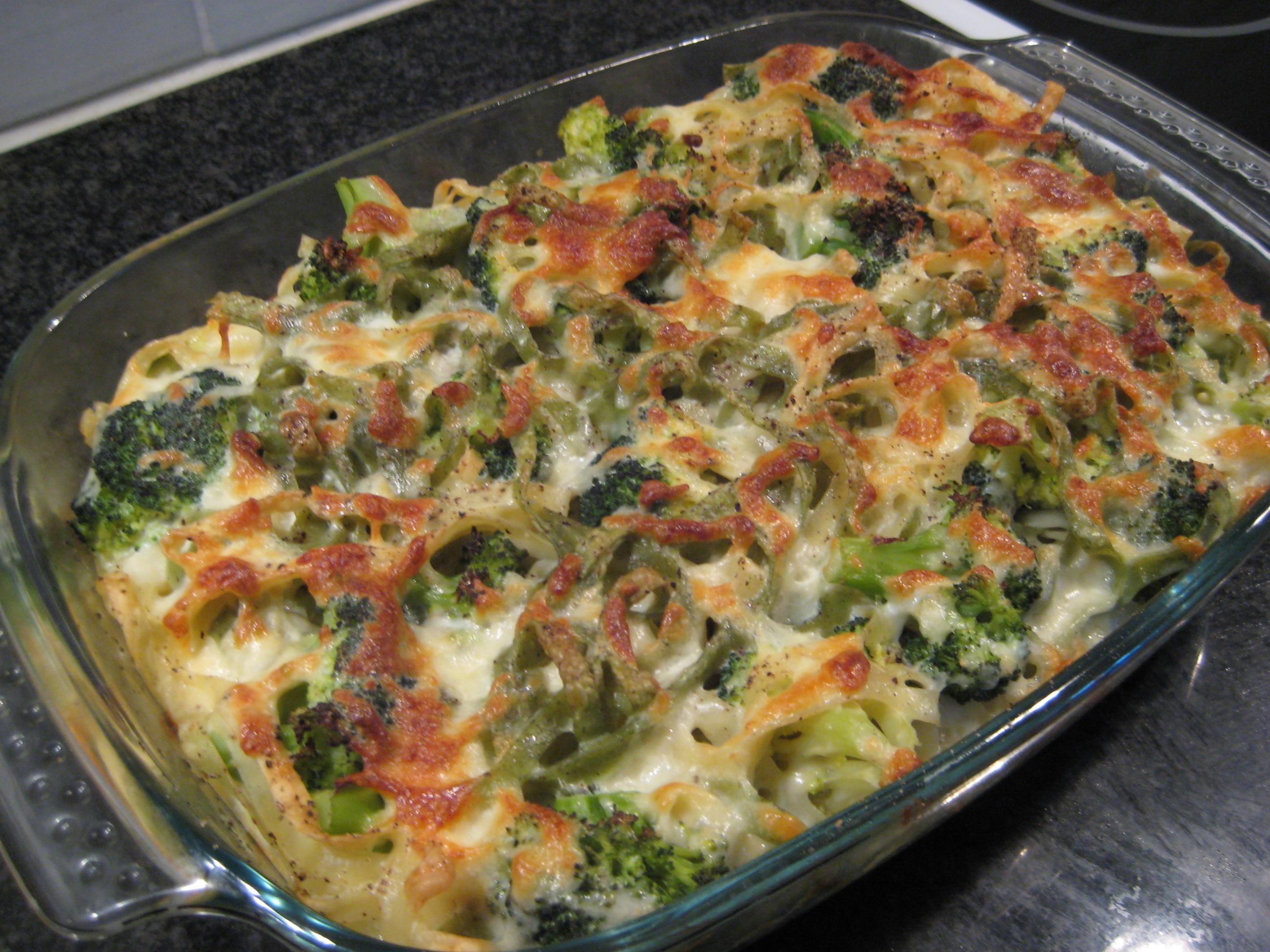 broccolilåda med ägg och bacon
