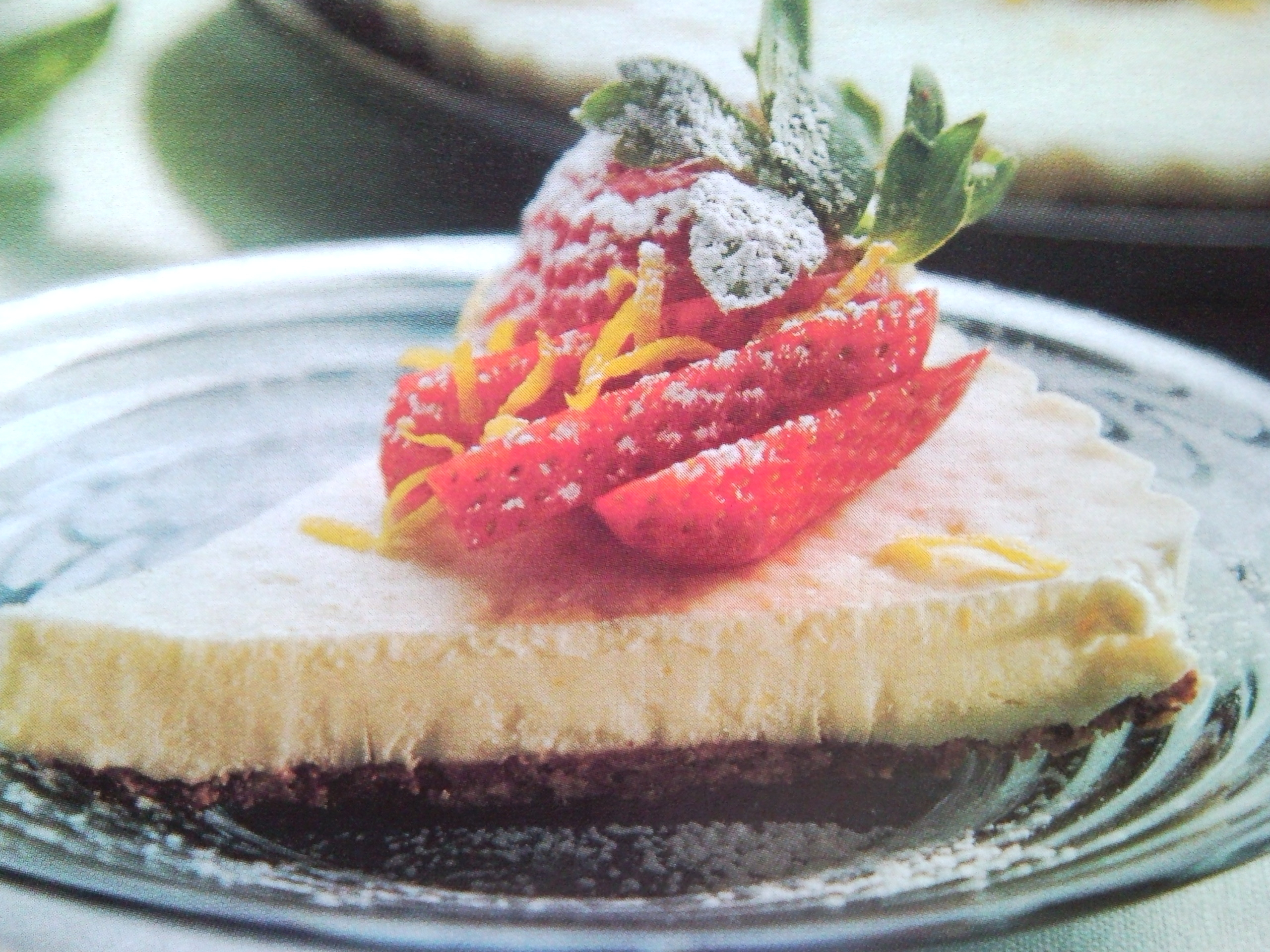 Fryst citronkaka med jordgubbar