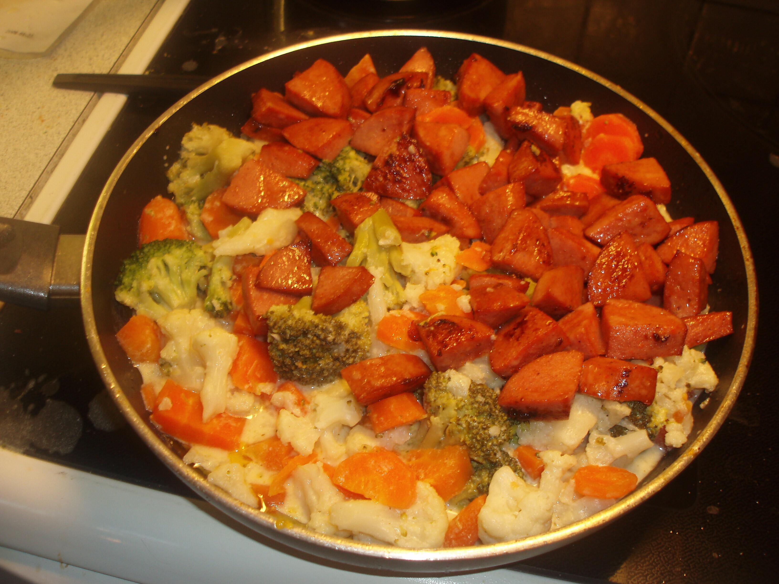 Falukorv med krämiga grönsaker