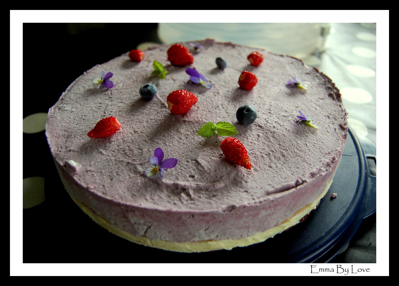 Svartvinbärsmoussetårta med vit choklad