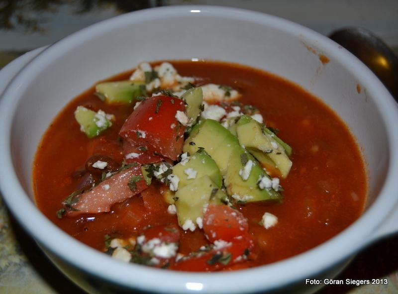 Brasiliansk bönsoppa med avokado och fetaost