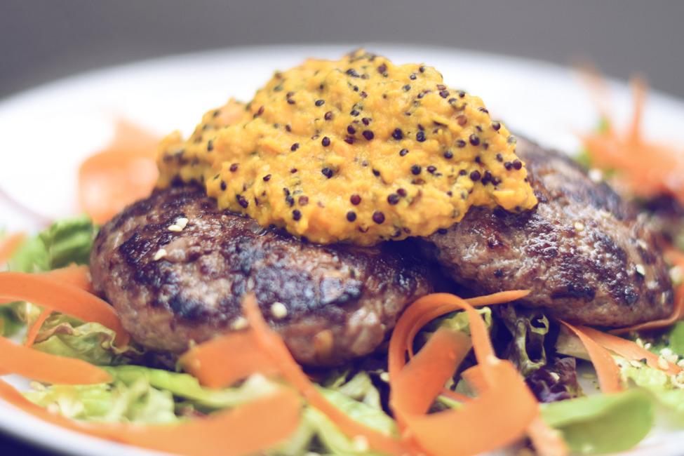 Köttfärsbiffar med rostad pumpapuré & quinoa