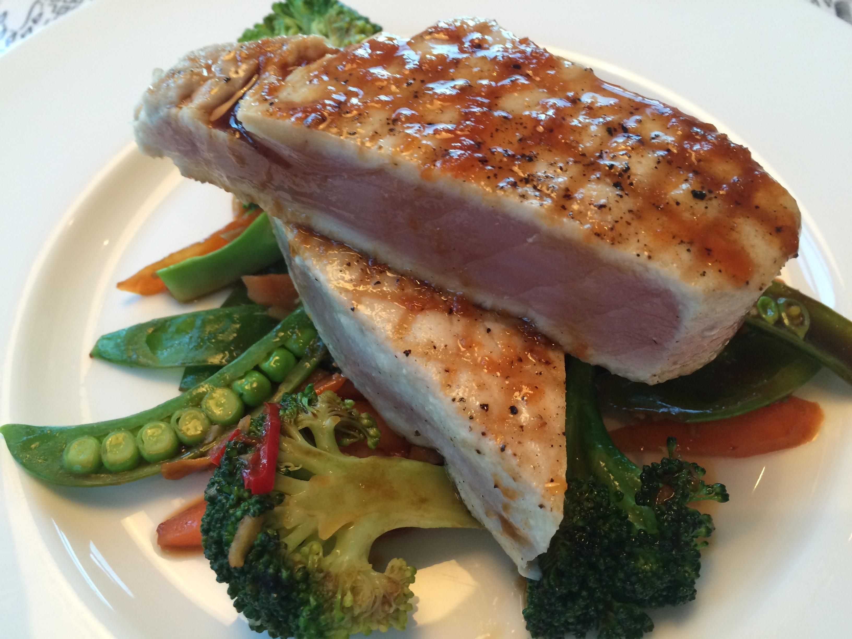 Spicy tuna med wokade grönsaker