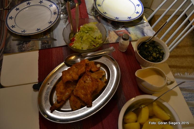 Panerad torsk med pepparrotssås och spenat