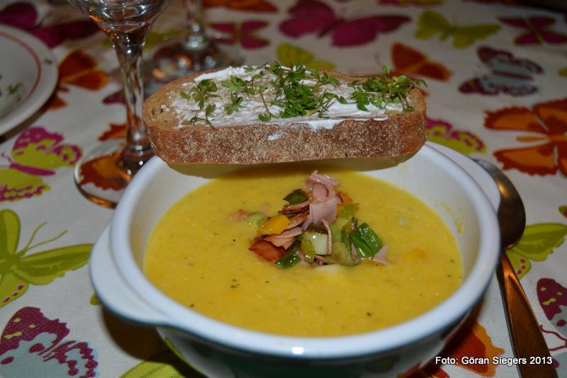 Soppa med paprika- och skinkfräs
