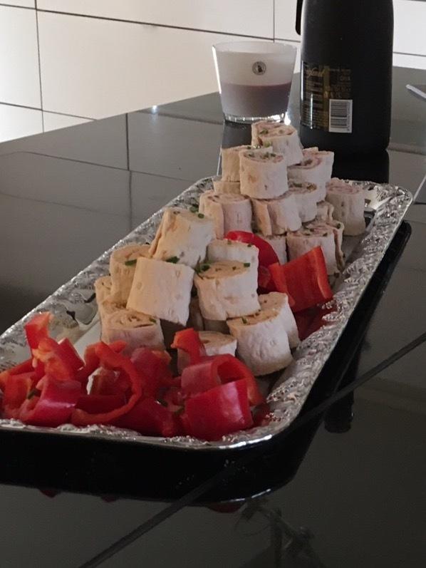 Tunnbrödssnittar med saltrullle och pepparot