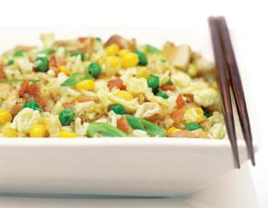 stekt ris med kyckling och cashewnötter