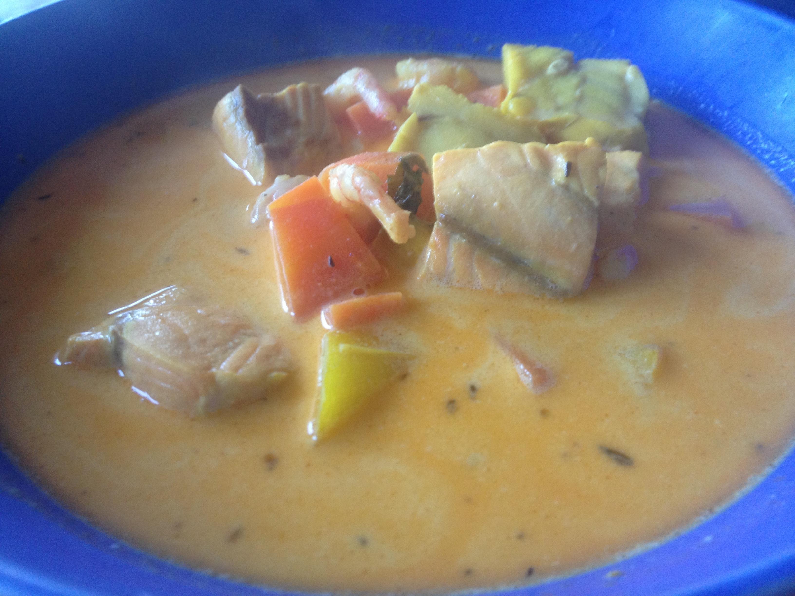 krämig fisksoppa med räkor