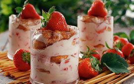 jordgubbsdessert i glas