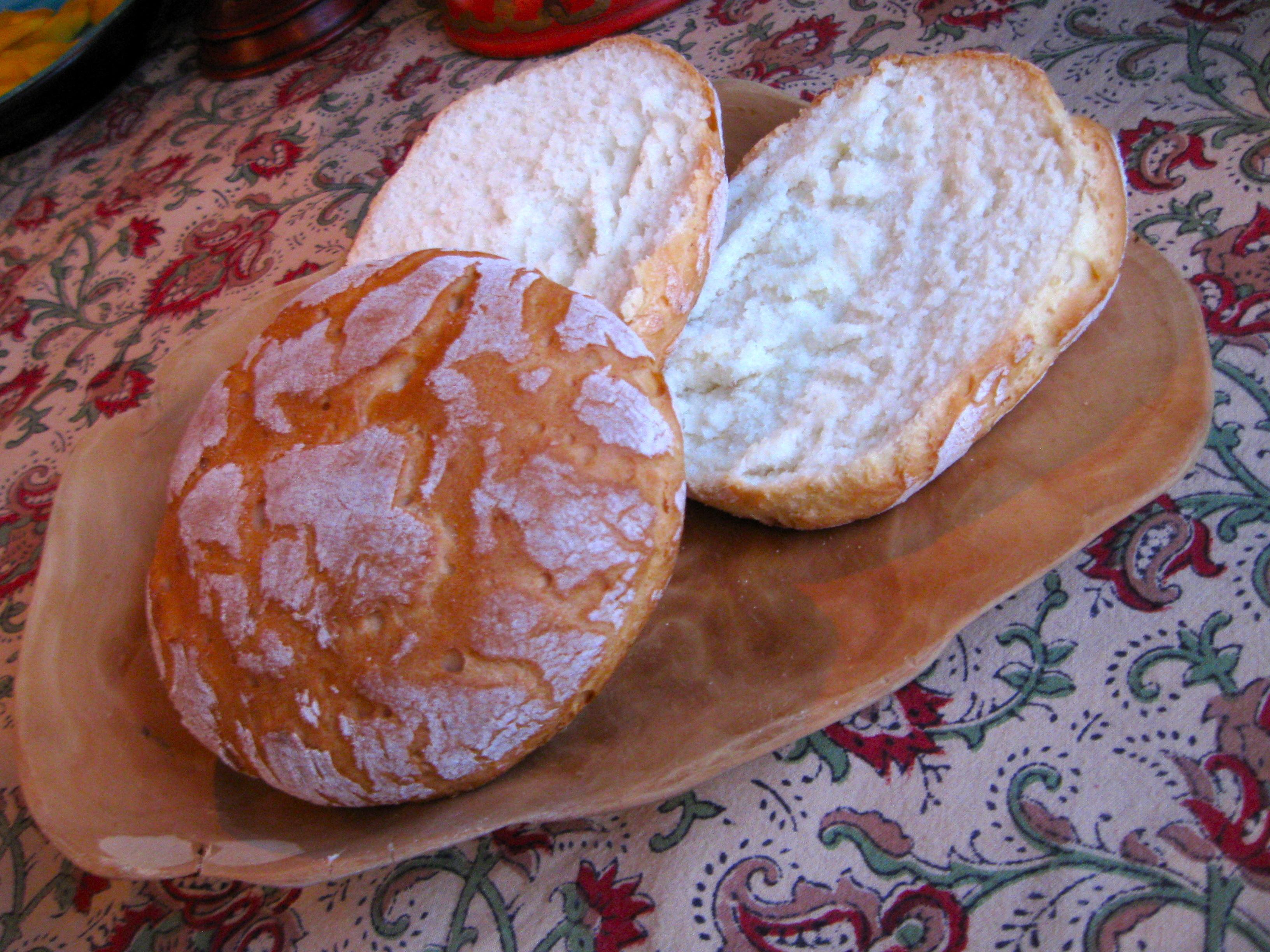 grädda bröd på spisen