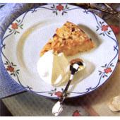 kolatårta med mandelbotten grädde