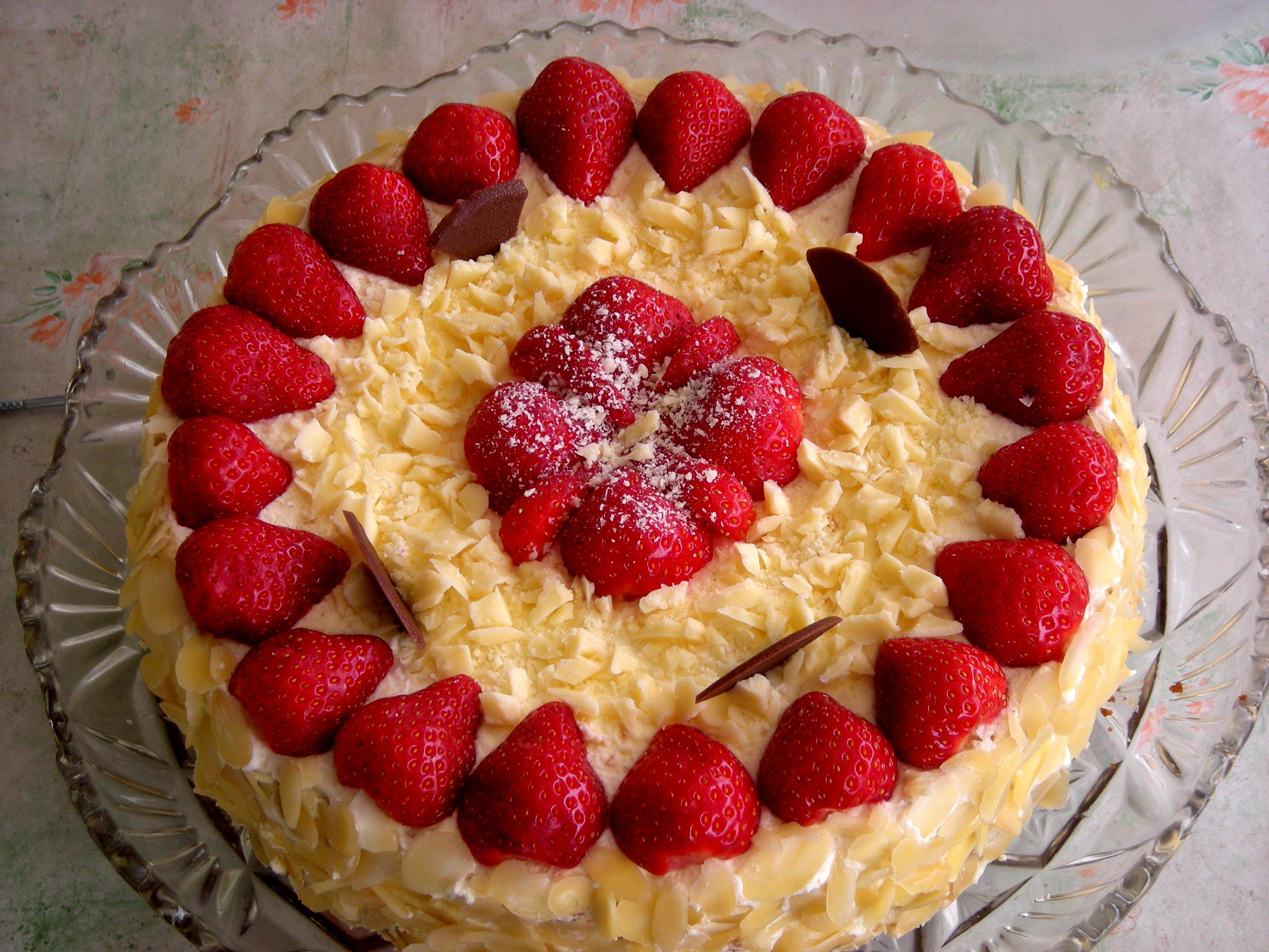 jordgubbstårta med choklad