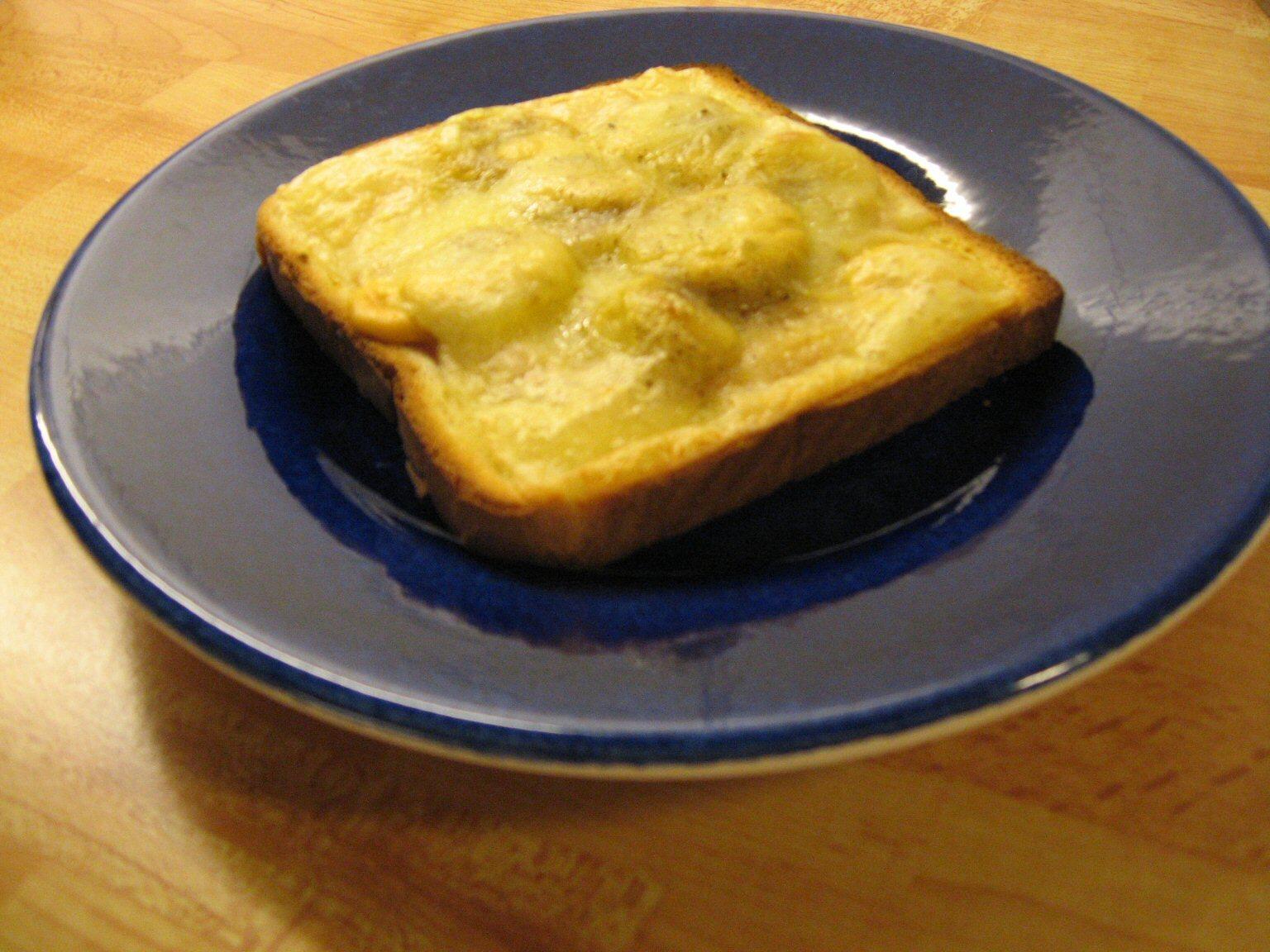 varm smörgås med banan