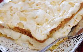 mjuk kaka med maräng i långpanna