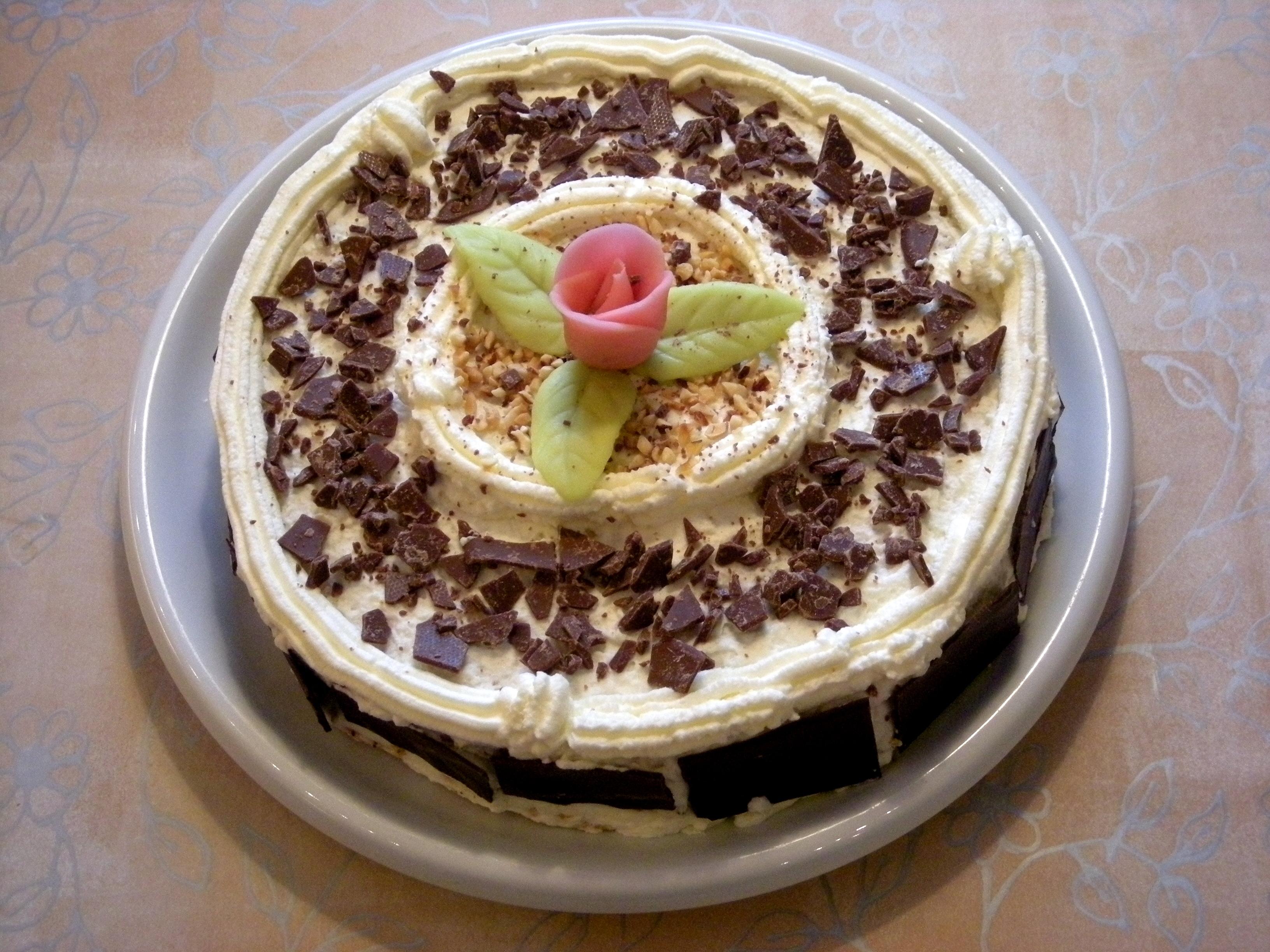 kolatårta med nötter