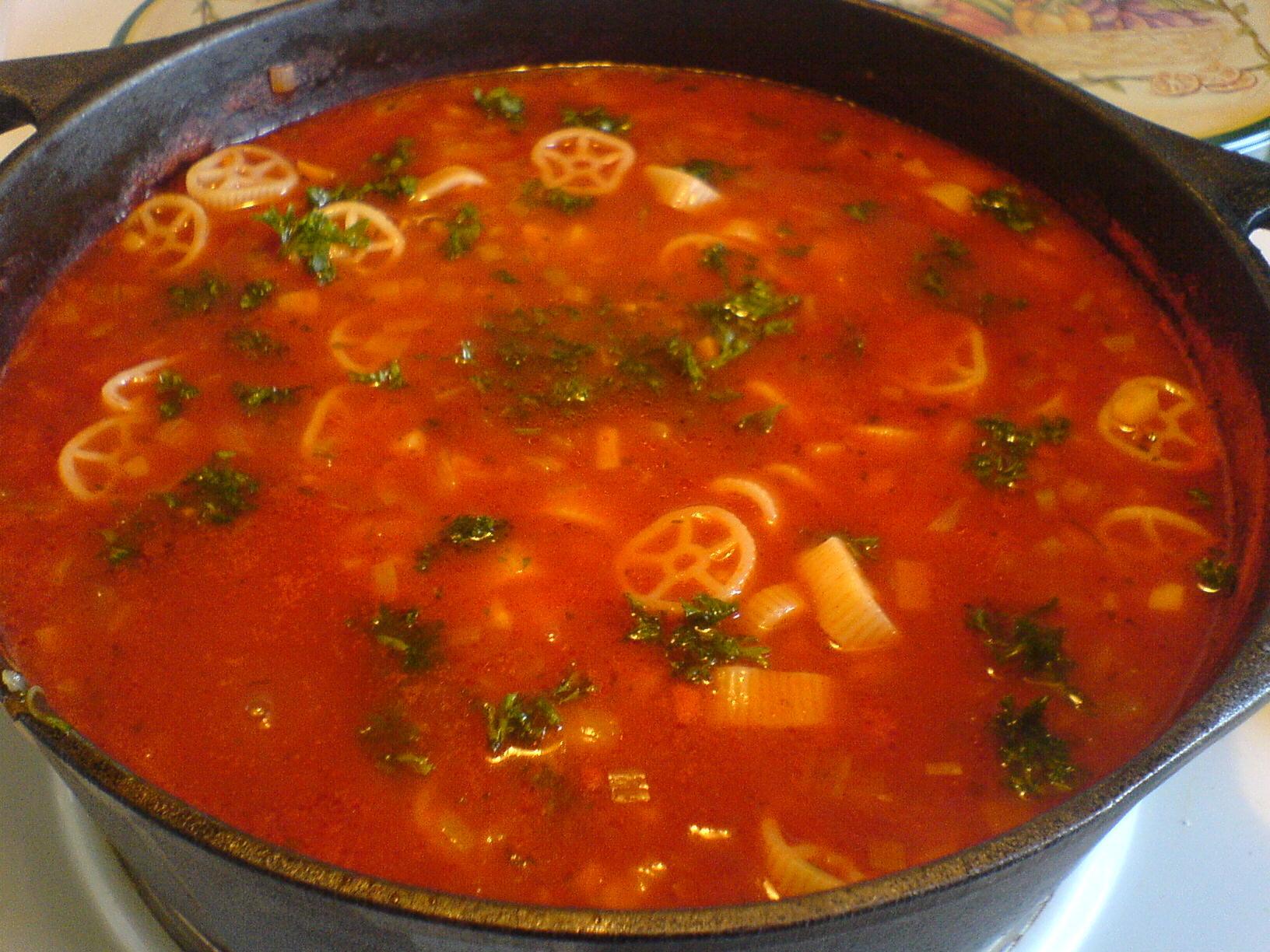 tomatsoppa på färska tomater