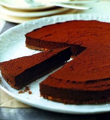 mjuk chokladkaka med chokladbitar
