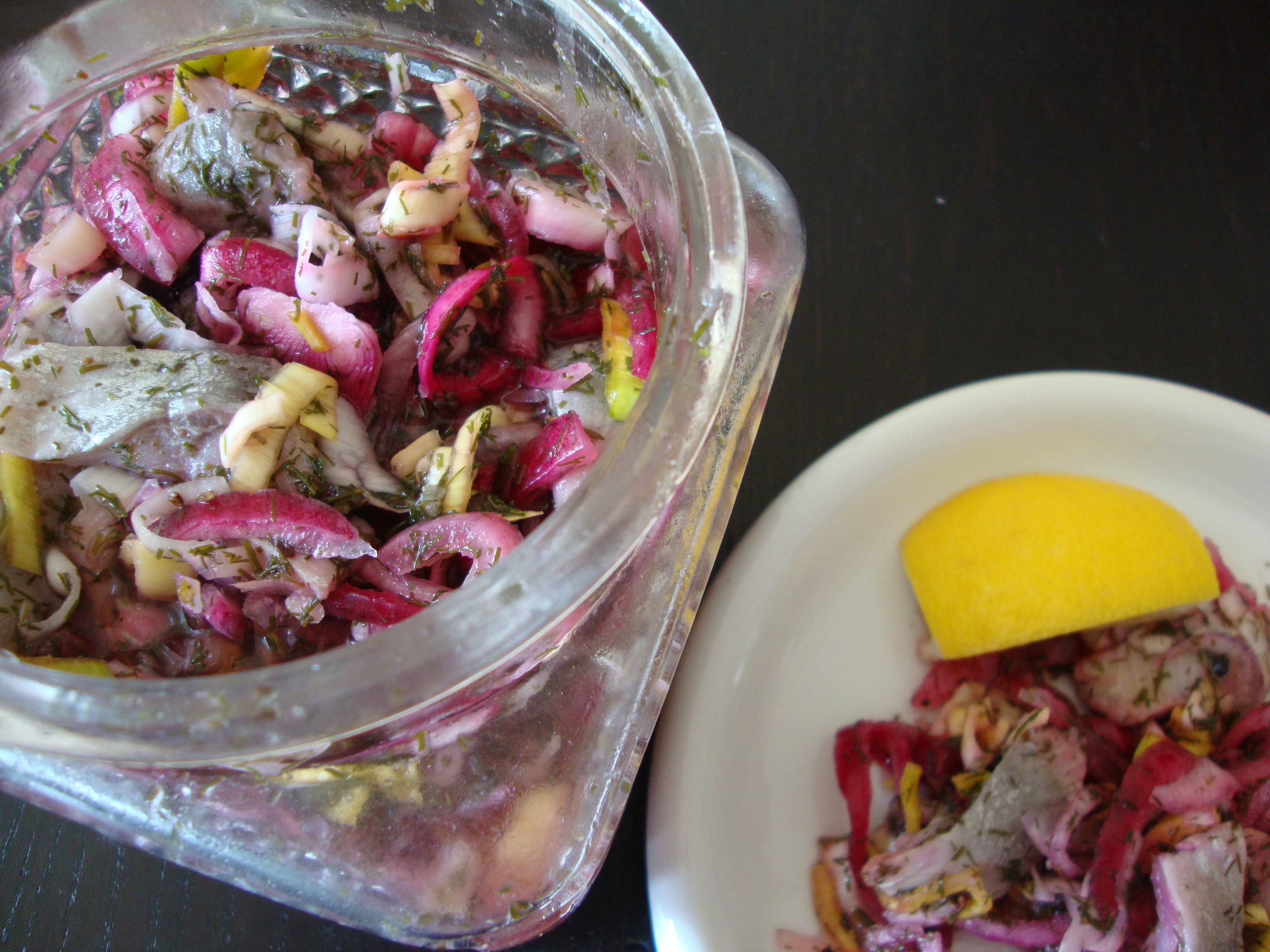 citronsill purjolök rödlök dill kryddpepparkorn socker