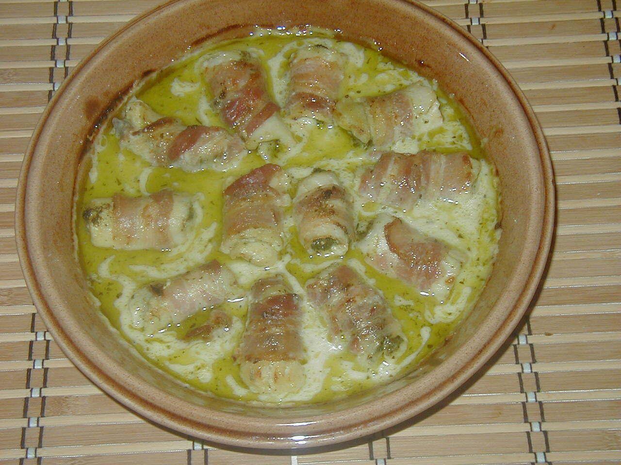 vit sparris i ugn med bacon