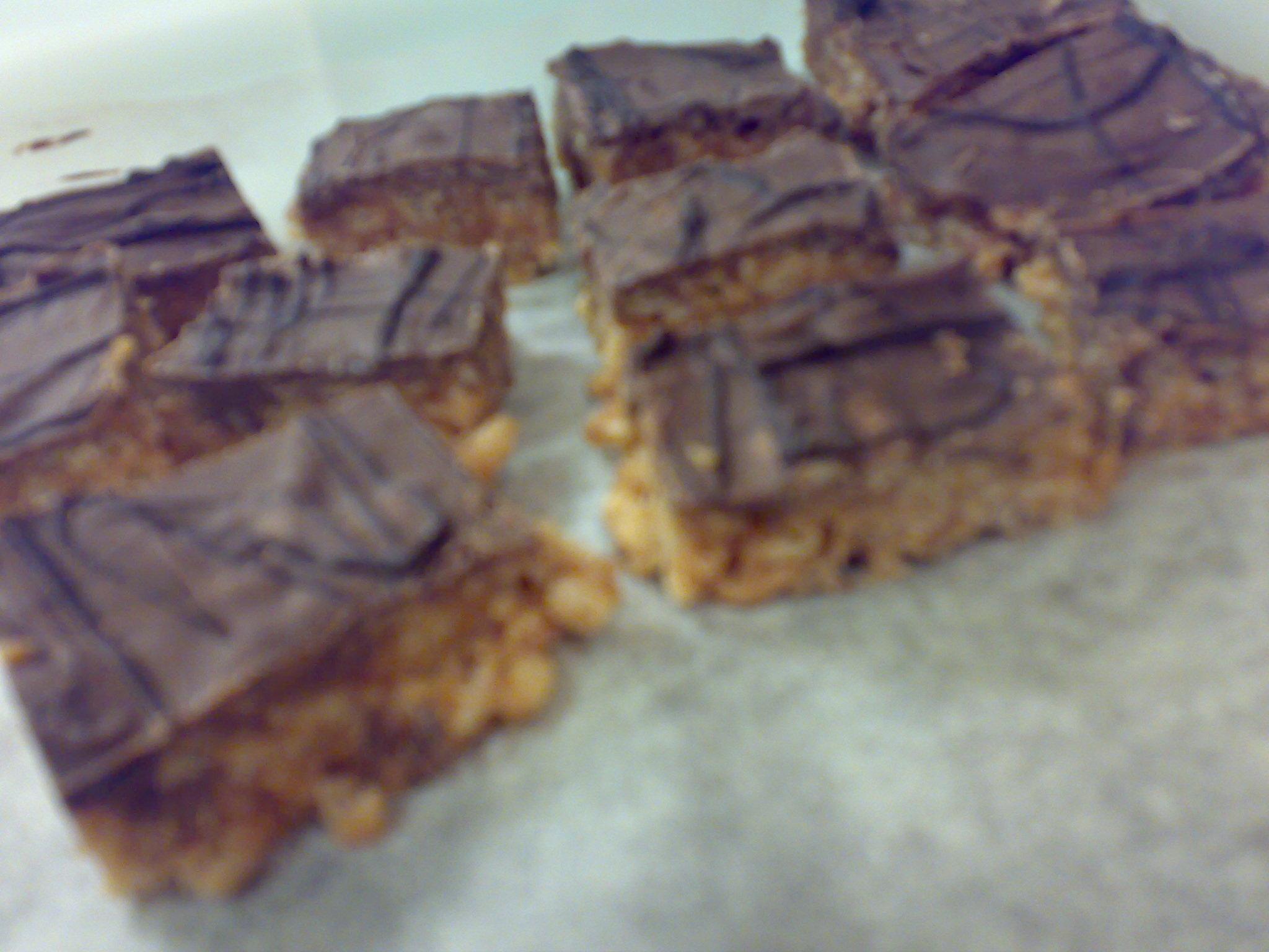 snickerskaka med jordnötter