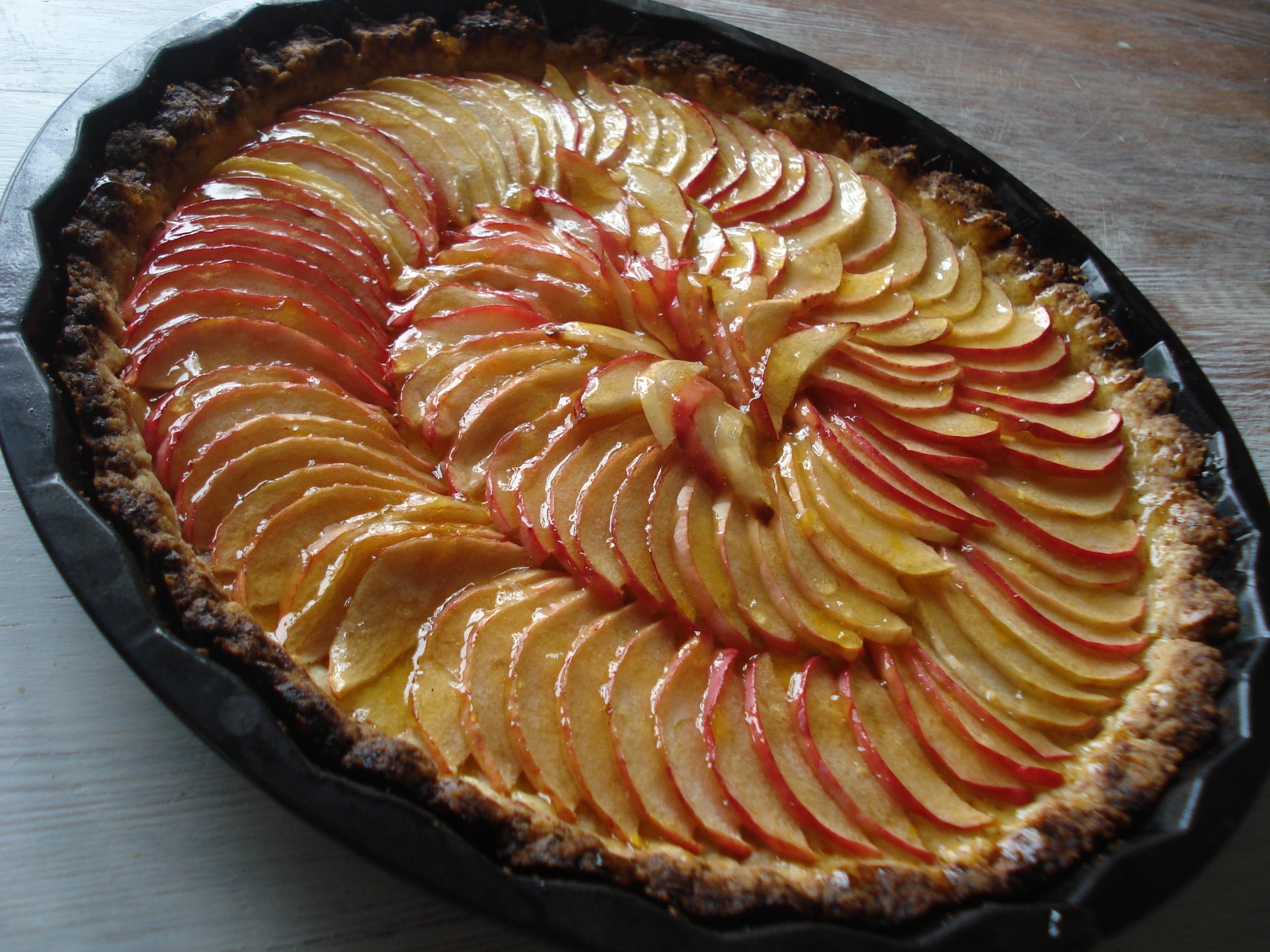 fransk äppelkaka med mandel och citron