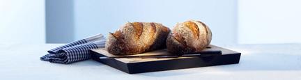 4 limpor bröd på en påse mjöl