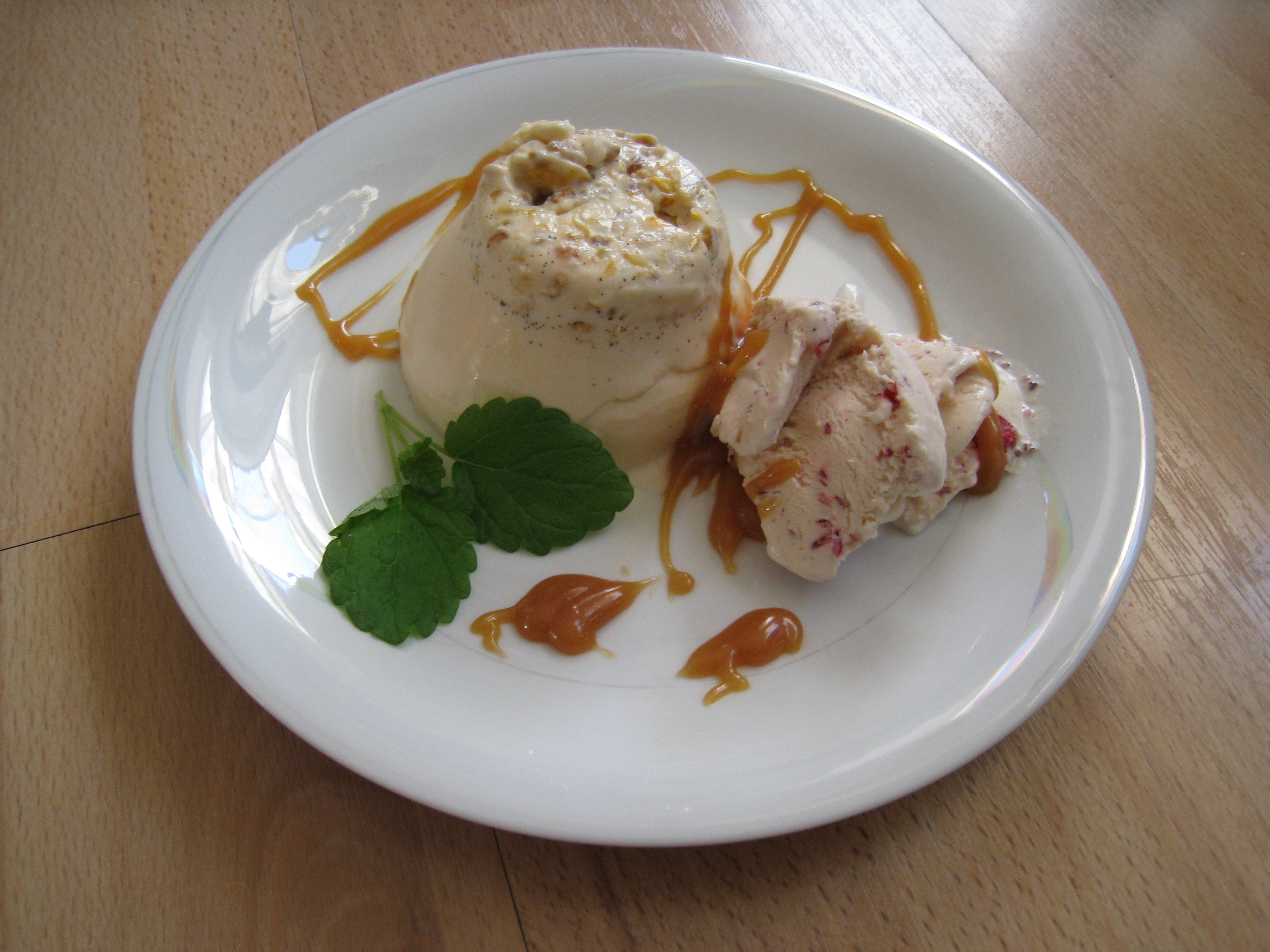 glass med hjortronsylt