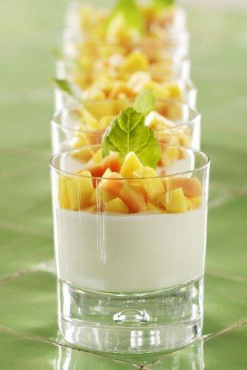 vanilj pannacotta med mango