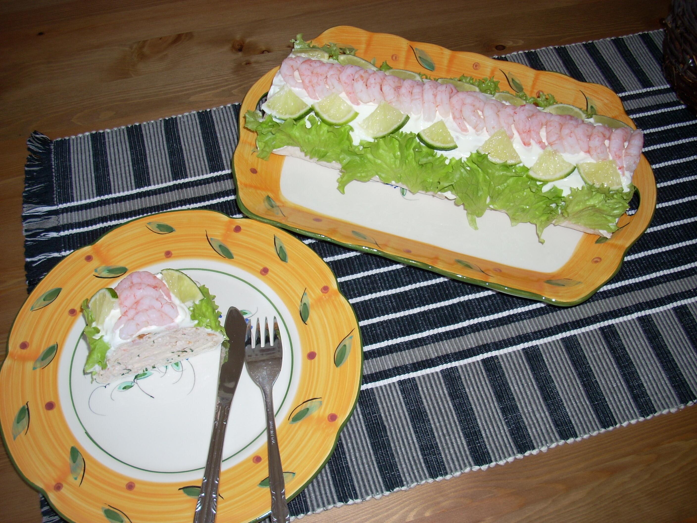 smörgåstårta som rullas till en rulle