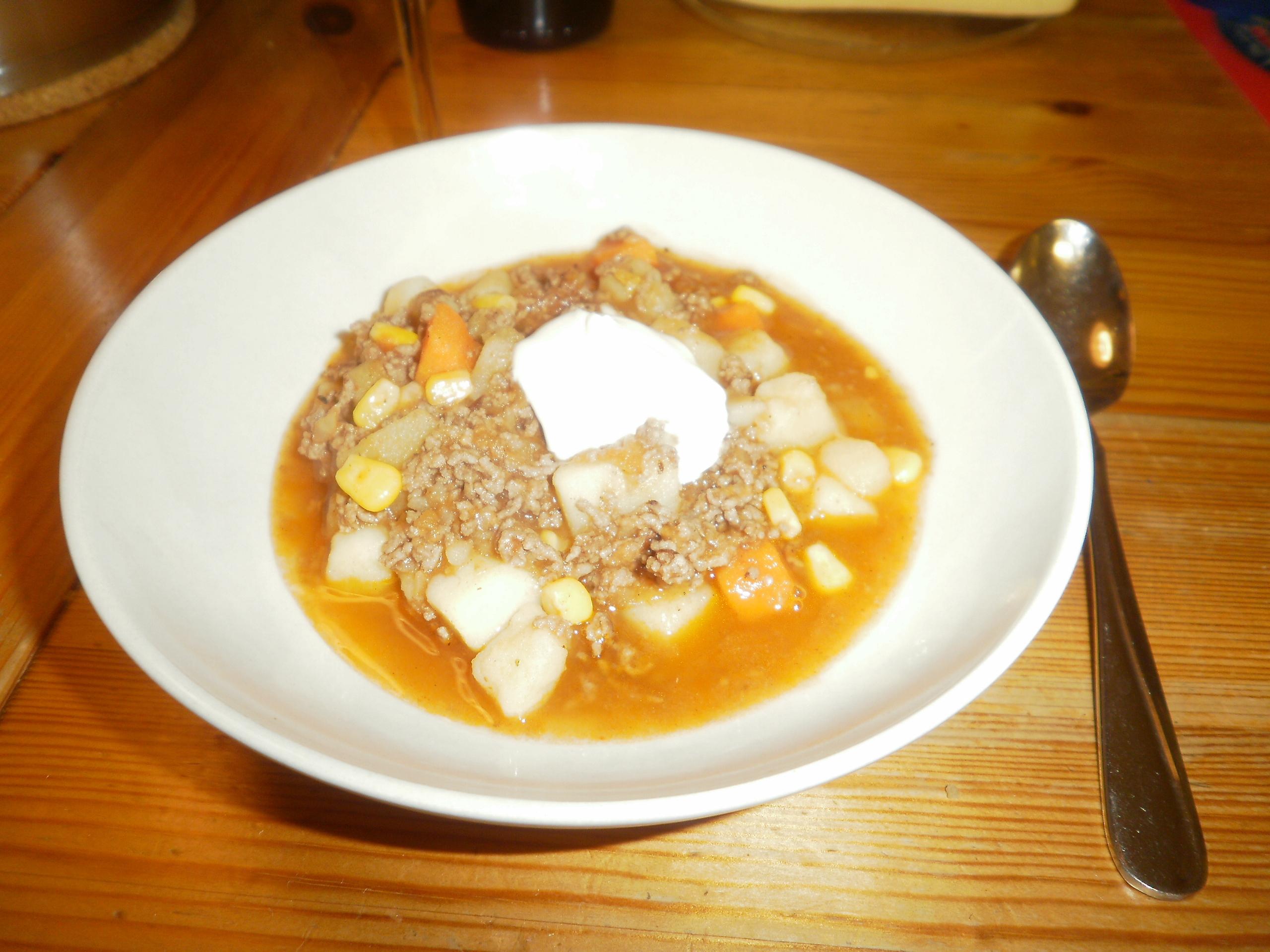 het köttfärssoppa med chili och potatis