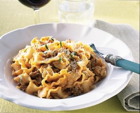 italiensk köttfärssås med riven potatis