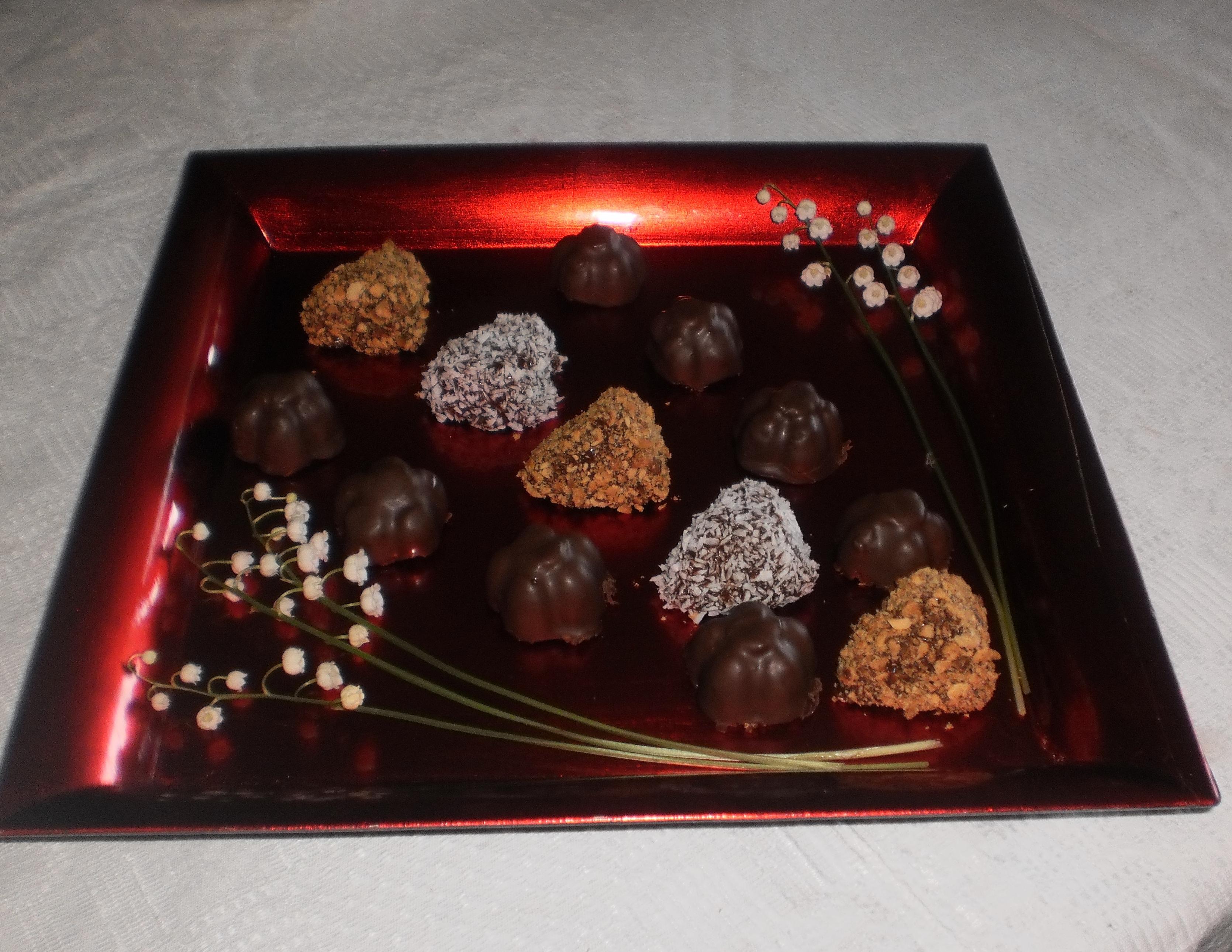 kokosbollar doppade i choklad