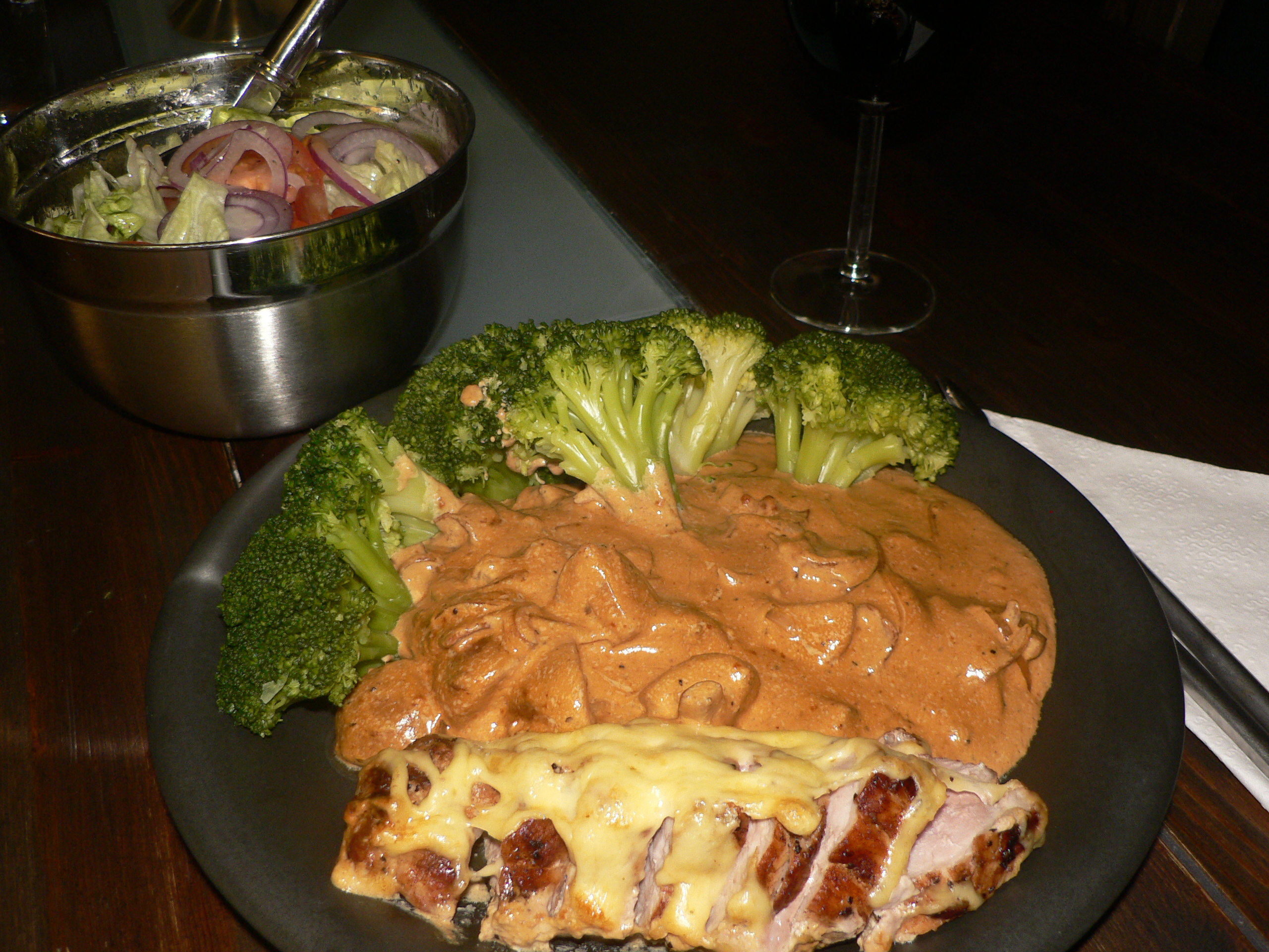 fläskfilé bacon gryta med broccoli
