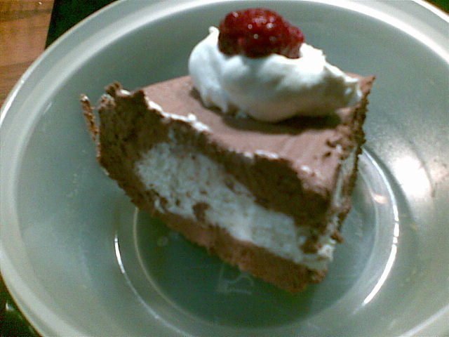 hallon chokladmoussetårta