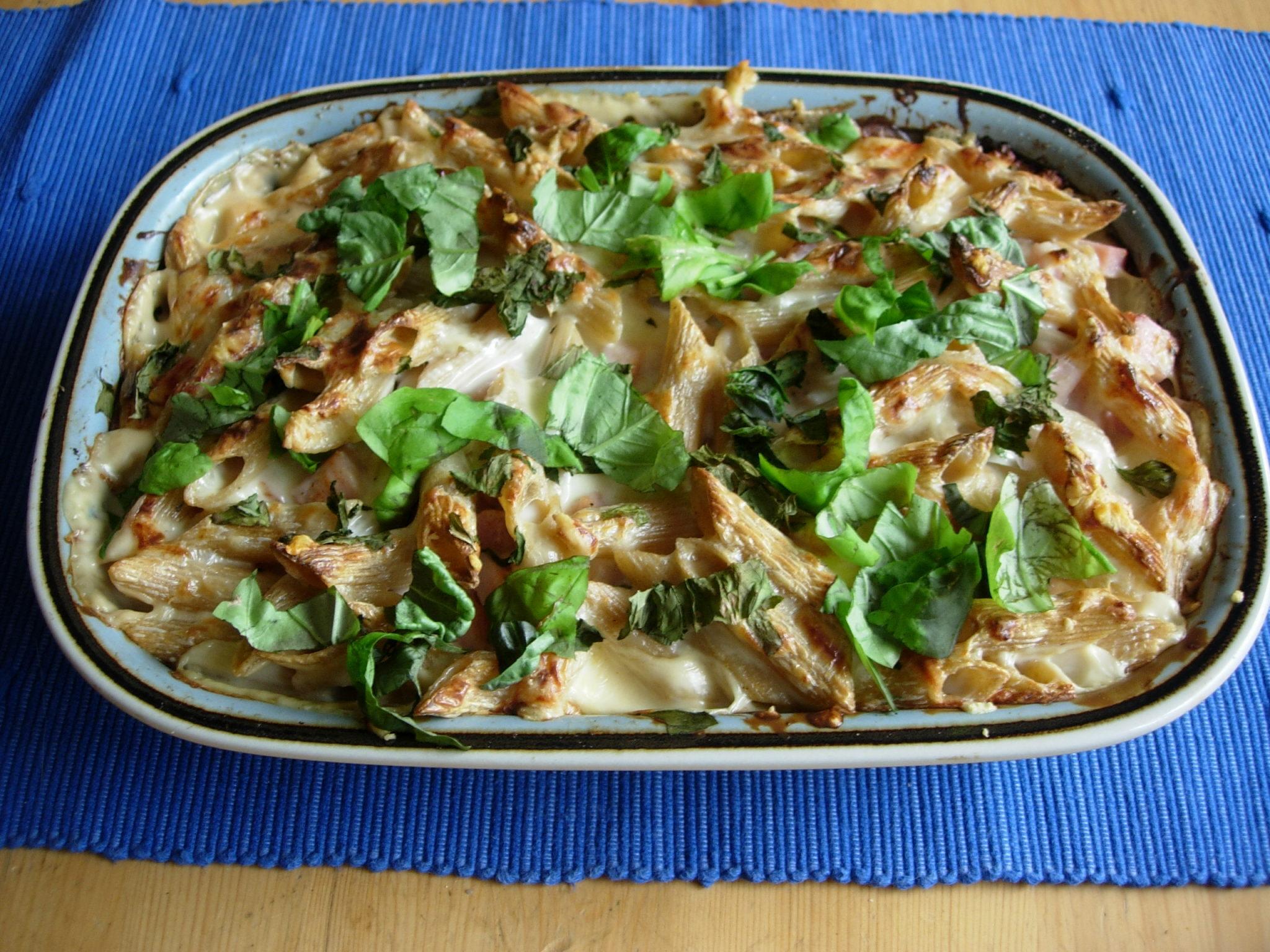 pasta gratäng med kelda ostsås