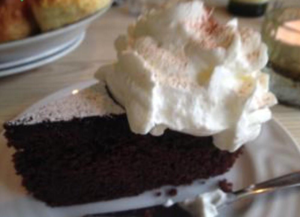 kladdig chokladkaka med glasyr