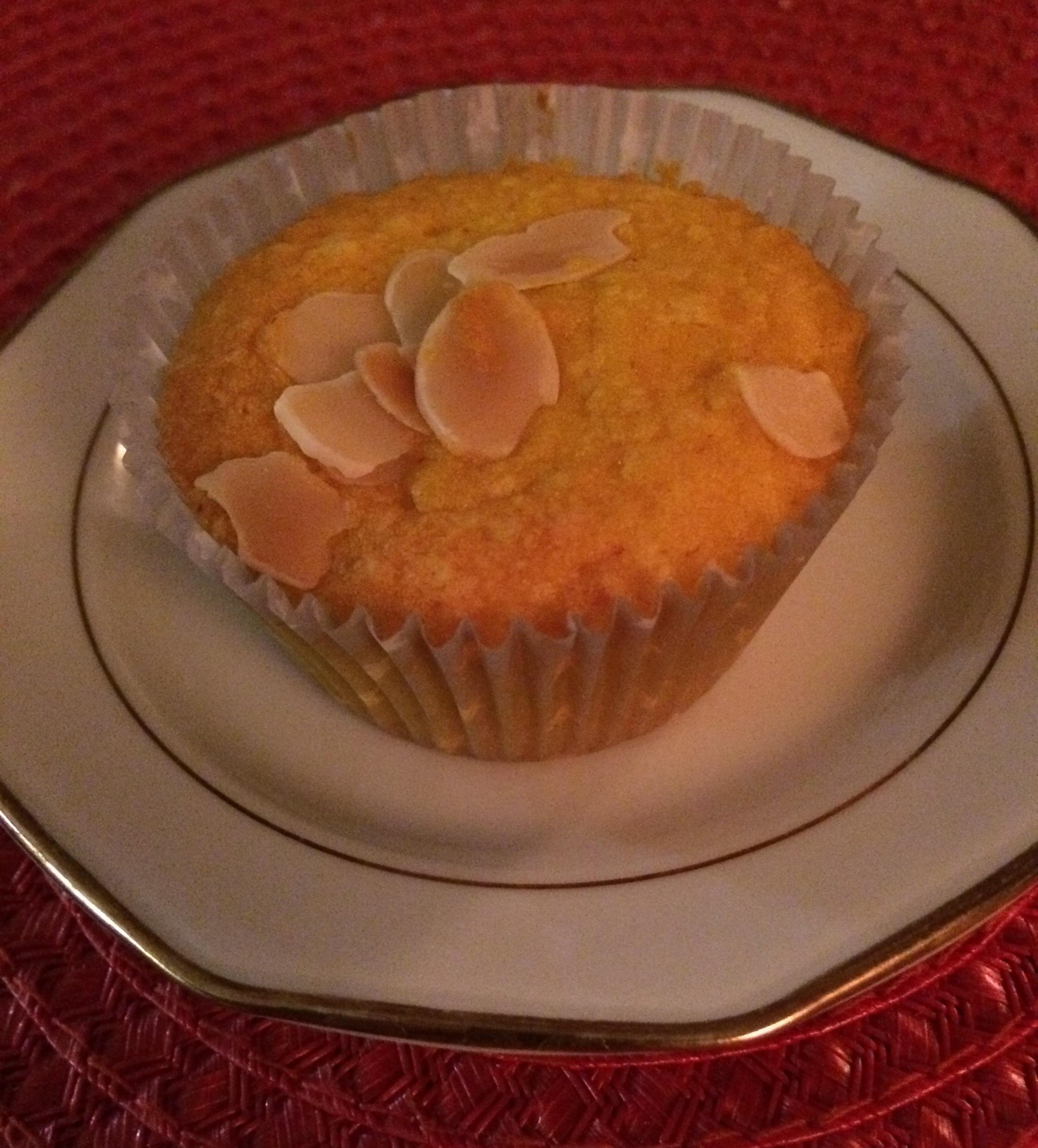 Saffransmuffins med mandelmassa och citron