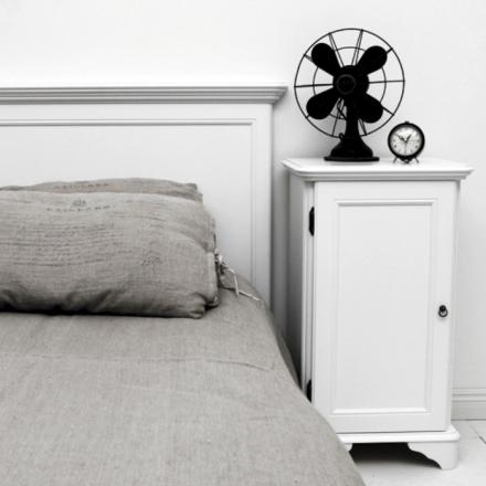Solgården sängbord - Antikvit