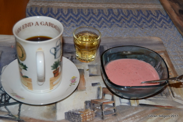 Jordgubbs- och yoghurtglass