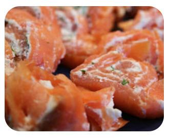 Laxrullar fyllda med wasabi och cream cheese