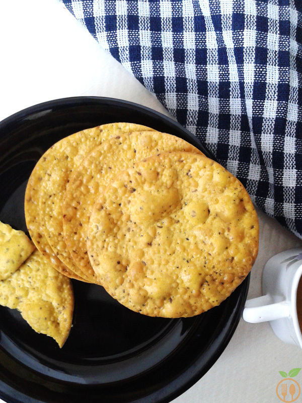 Besan Poori Recipe | Crispy Gram Flour Indian Bread Recipe