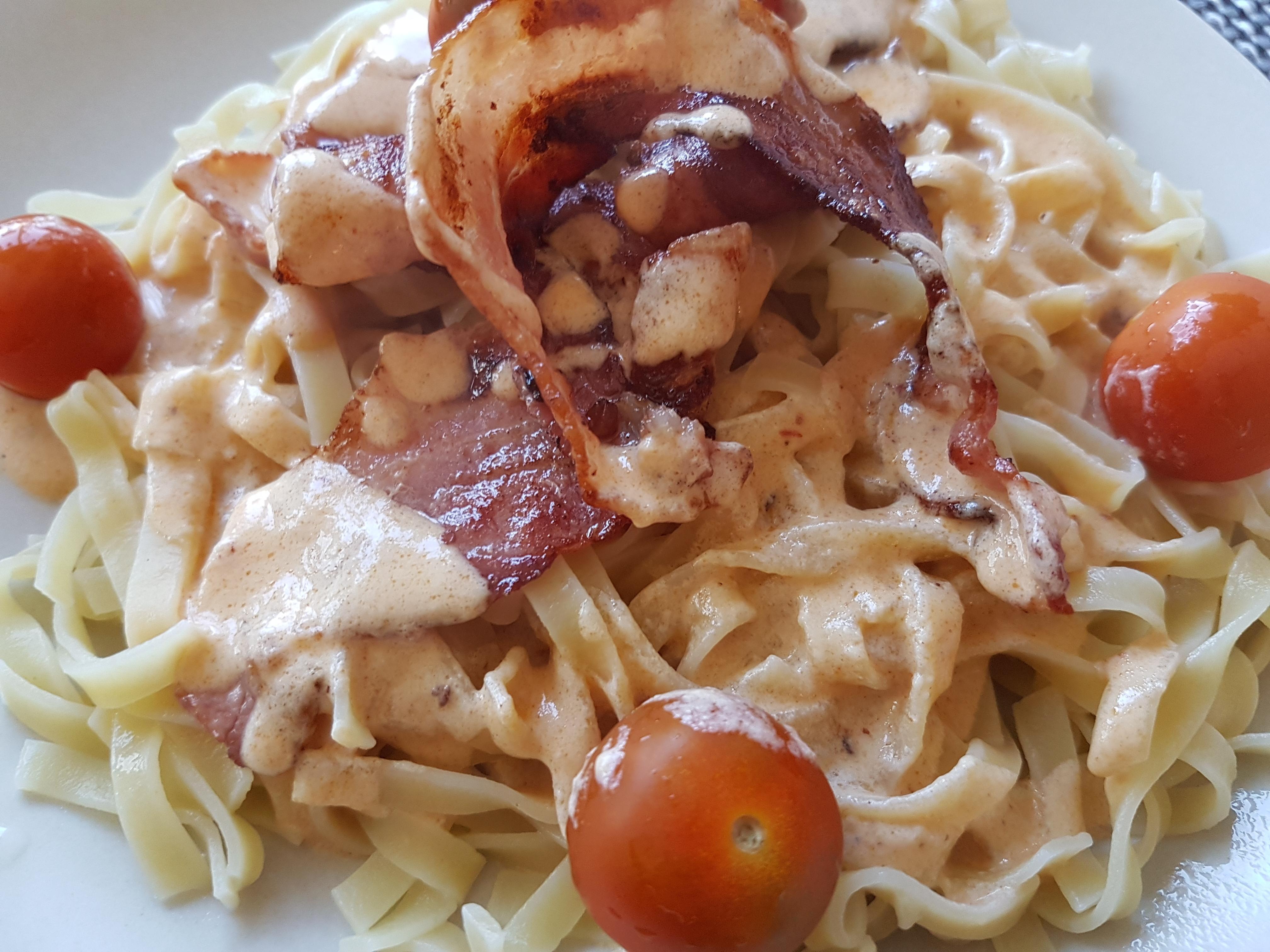 Smarrig pasta med bacon och chipotle