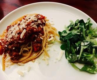 spaghetti bolognese jamie oliver rezepte mytaste. Black Bedroom Furniture Sets. Home Design Ideas